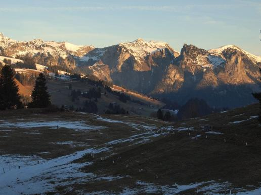 Wintermorgen im Simmental